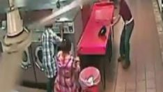 Çocuğunu çamaşır makinesine koyan baba