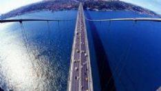 Kar köprüyü trafiğe kapattırdı