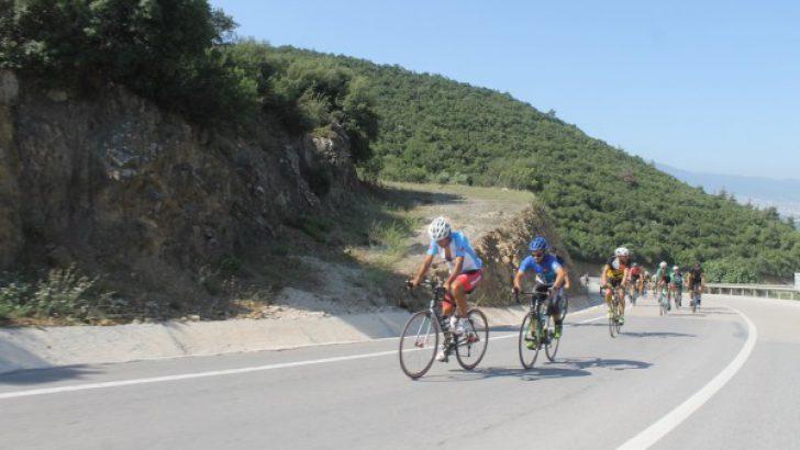 Bisiklet Tutkunları Gürsu'nun Doğasında Yarıştı